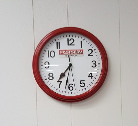 Red clock showing 7:32
