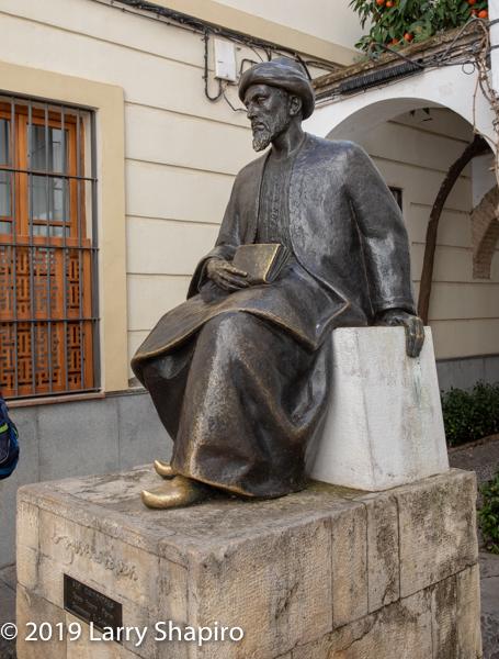 statue of Maimonides