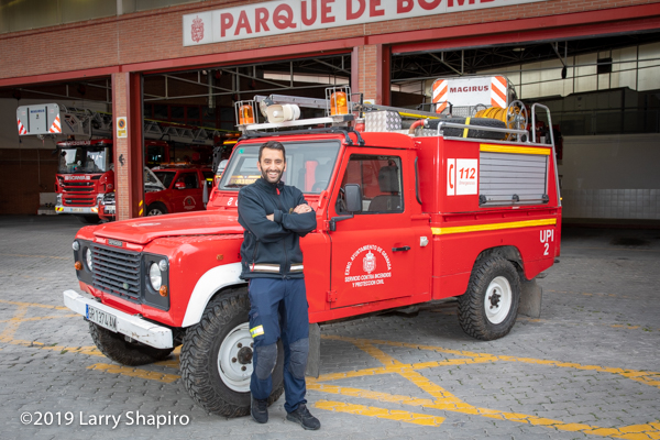 bombero de Granada with Land Rover fire truck