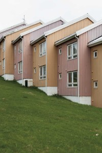 Houses, Townhouse, Row, Green, Meadow, Same, Tromsö, Street Photography, Photo Book, Lars Hübner, Fotograf, Norway, Reportage, Visual Storytelling
