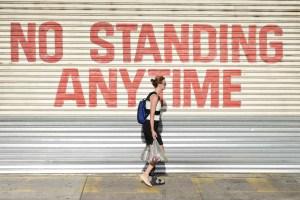 Downunder, Street Photography, Photo Book, Lars Hübner, Fotograf, Australia, Reportage, Visual Storytelling, Not standing anytime, Broken Leg, Woman, Shopping, Sun, Heat, Sidewalk, Melbourne