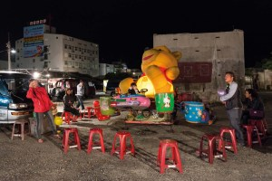 Winni Pooh, Street Photography, Asia, Taiwan, China, Photo Book, Lars Hübner, Fotograf, Nothing to Declare, Carousell, Night Market