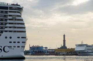 MSC Fantasia lirkar sig ut ur Genovas hamn