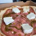 La Pizza Pistachio à Ambres par l'Art de la Pizza