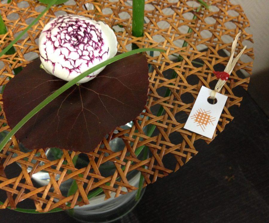 détail bouquet avec pique-fleur rond