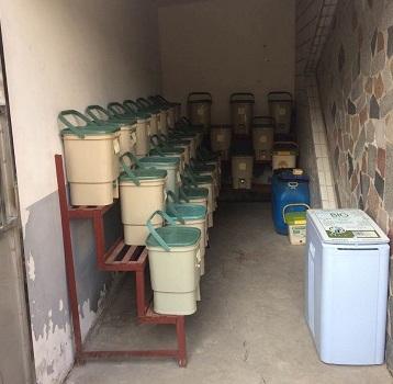 mrs-chen-compost-bin-retouche2