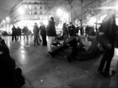 nuit-debout_république_Paris_canapé