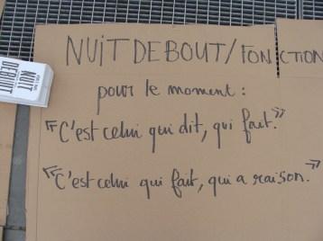 nuit-debout_république_Paris_cartons