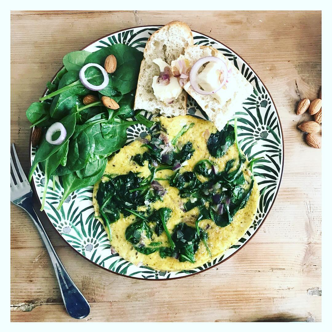 Joie amp bonne humeur avec une pause lunch verdoyante Omelettehellip