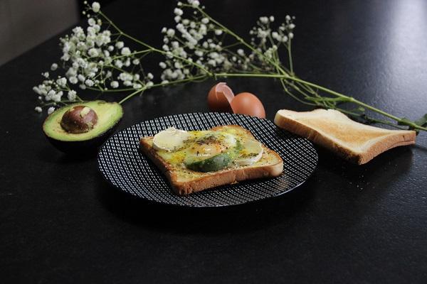 recette de brunch facile tartine avocat oeuf fromage de chèvre