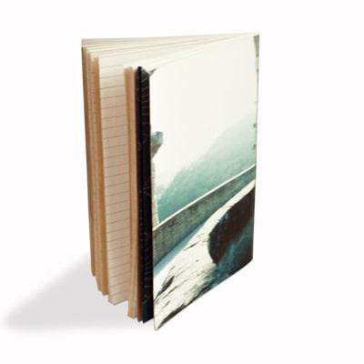 du papier kraft du papier ligné et du papier recyclé pour le carnet Agrippine accompagné de ses pochettes