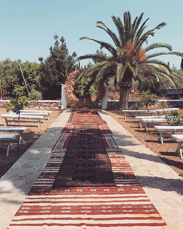 // We loved this bohemian aisle in our backyard with our authentic vintage carpets // #bohowedding #wedding #kilim #carpet #aisle #altar #eventstyling #decoration #authentic #vintage #ethnic #rustic #gipsystyle #campo #ceremony #stylish #privateevent #boutiquevilla #finca #countryhouse #farmhouse #lascicadasibiza #ibiza