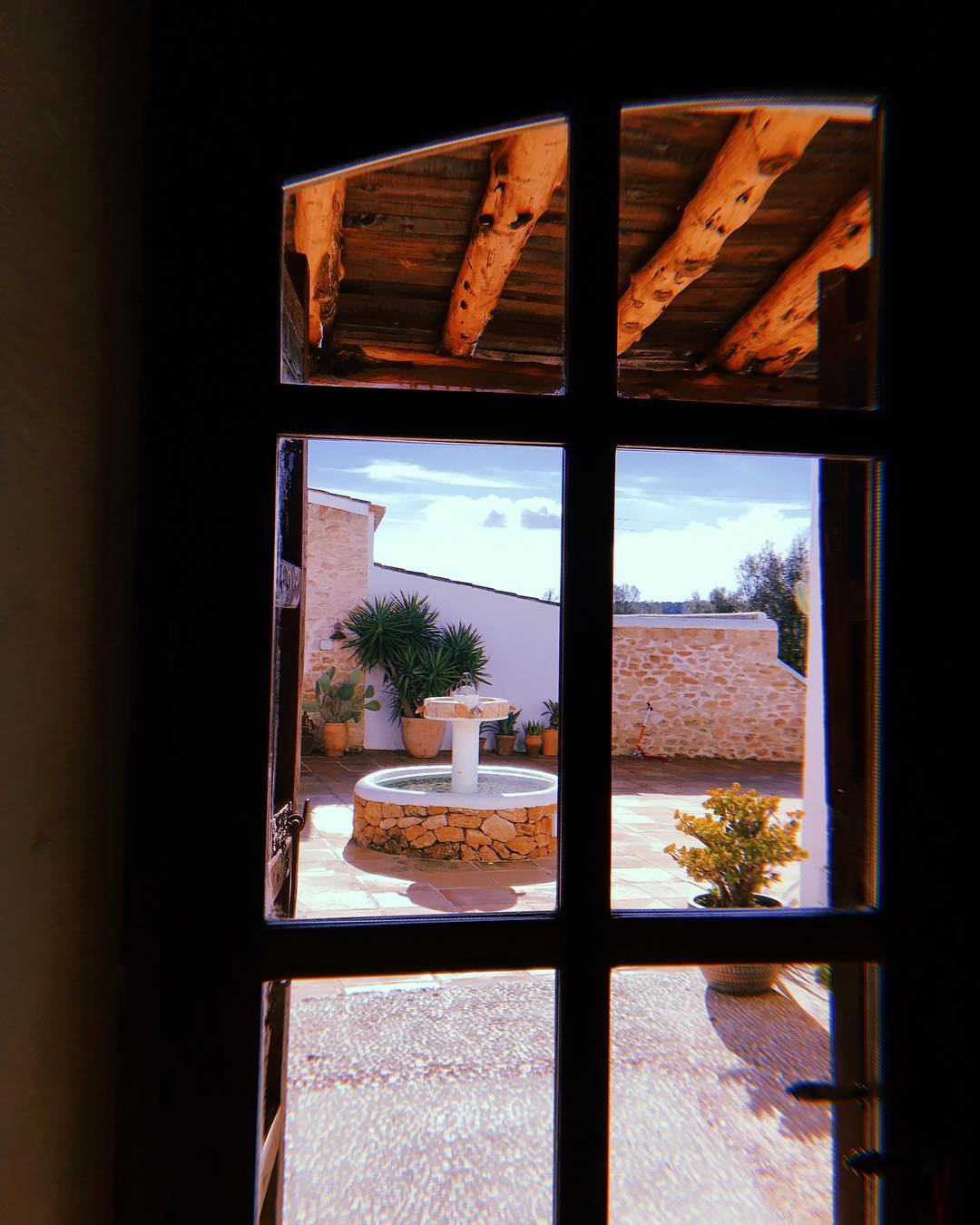 // Ready for the last guests of 2018 // #lascicadasibiza #boutiquevilla #ibiza #winterseason #december #endofyear2018 #santagertrudis #islandlife #rustic #stylish #farmhouse #finca #ibizenca #winter #holidays #itsbetterinibiza
