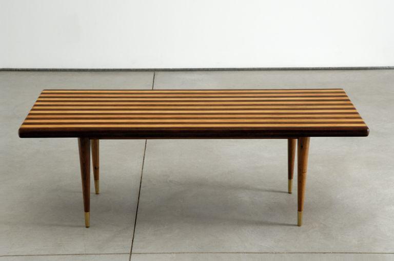 José Espinho, mesa de apoio.©Laura Castro Caldas, Paulo Cintra.Cortesia Galeria Bessa Pereira.(1)