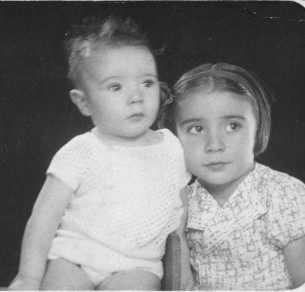 María Dolores (dcha.) y José Luis, la madre y el tío de Luis Areñas.