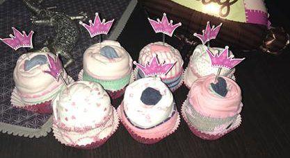 mi morena cupcakes para la cesta de una recién nacida