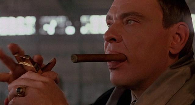 Larry Drake como Robert G. Durant.