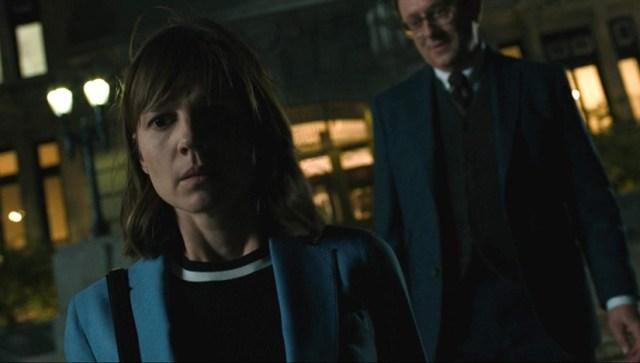 Katja Herbers y Michael Emerson en la serie Evil.