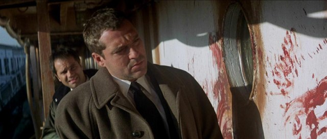 The Relic Tom Sizemore investigando unos asesinatos.