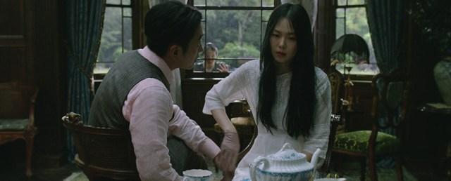 Ha Jung-woo y Kim Min-hee en 'The Handmaiden', de Park Chan-wook.