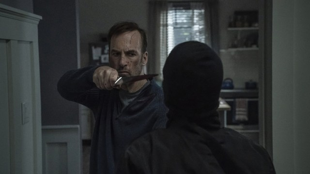 Escenas de acción de Bob Odenkirk en 'Nadie' (2021)