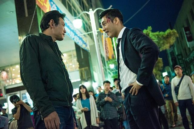Hwang Jung-min y Yoo Ah-in, en el duelo final de Por encima de la ley