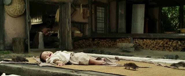 Niño atacado por ratas en 'The Piper' (2015)