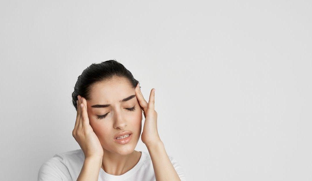 Si siguen apareciendo las migrañas, controle sus niveles de estrógeno