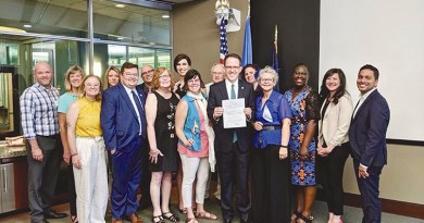 Mayor Bynum  signs order banning gender identity discrimination