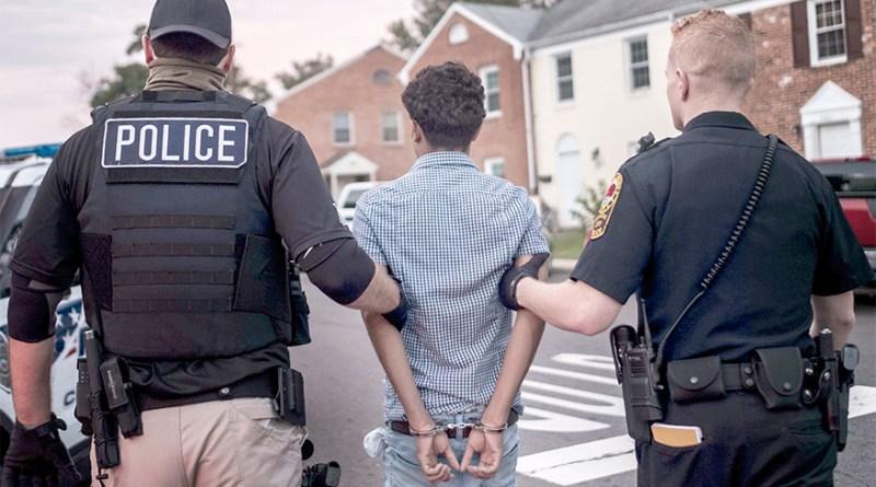 Proyecto de ley antiinmigrante bajo fuego / Anti-immigrant bill under fire