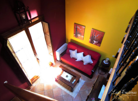 """Salón con balcón, chimenea, televisión 32"""", DVD y WiFi"""