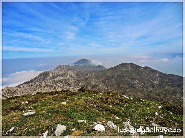 Hacia el extremo oriental del Cuera y por lo tanto, los límites de Asturias con Cantabria