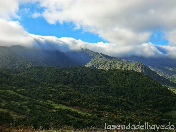 Valgrande al final del verano con frías nubes provenientes del País Leonés