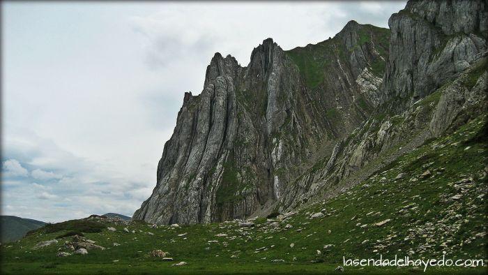 Montigüeiru, ascendiendo a Corisco