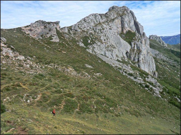 Bajo la Pena Cabrera, dirección a la braña del Pedroso.