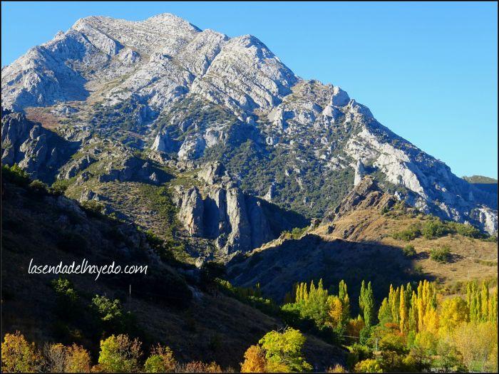 Peña Valdorria desde Montuerto, una majestuosa montaña visible desde muchas parte de la ribera y montaña leonesa