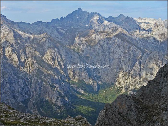 Torre Santa sobre el monte Corona de Valdeón