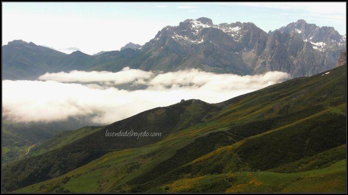 Valdeón, entre las peñas del Cornión y la neblina matinal