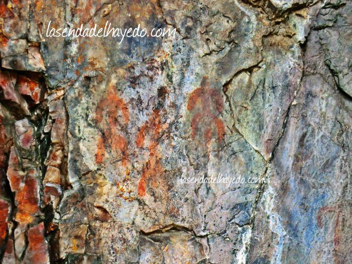 Pinturas rupestres en el Buqueirón de los Mouros de Librán