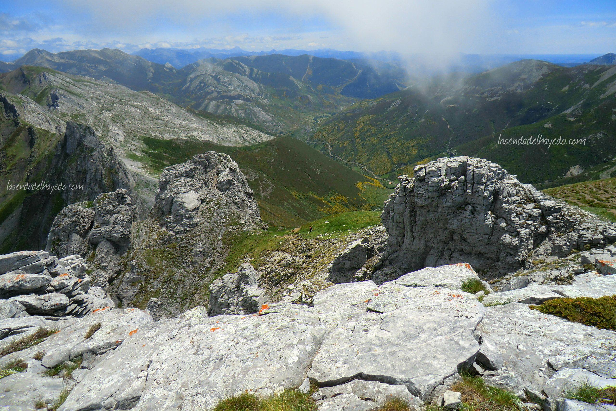Panorámica de la montaña del alto Curueño desde el Picu Faru