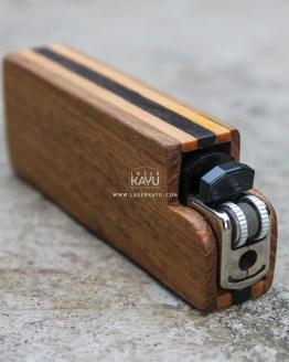 Distributor Souvenir Kerajinan Casing Korek Api Gas Kayu Jati oleh laser kayu Jepara Indonesia