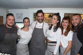 Angel con su equipo de L´Estupendo © La Siesta Press / J. Fernández Ortega