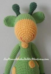 Jirafa amigurumi verde