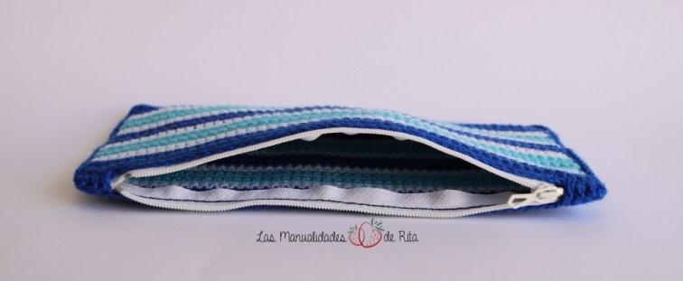 Estuche azul crochet