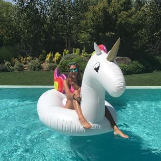 Daniela Ospina en la piscina