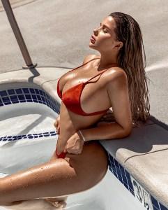 Bikini rojo Anastasiya Kvitko