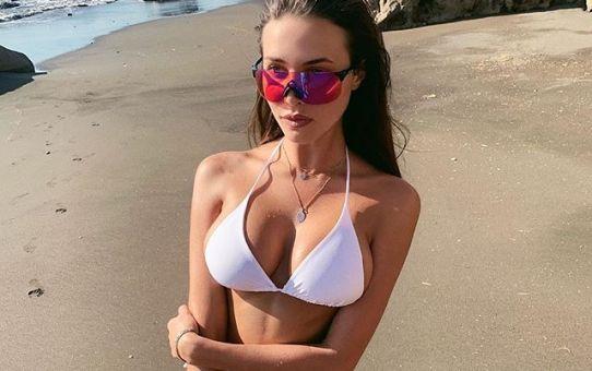 Anastasia Reshetova en la playa