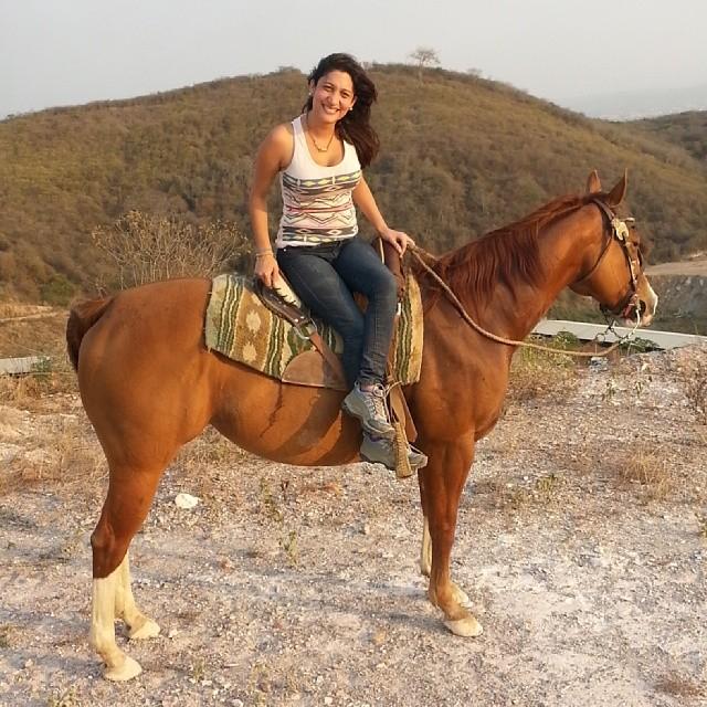 Oriana Gutierrez a caballo
