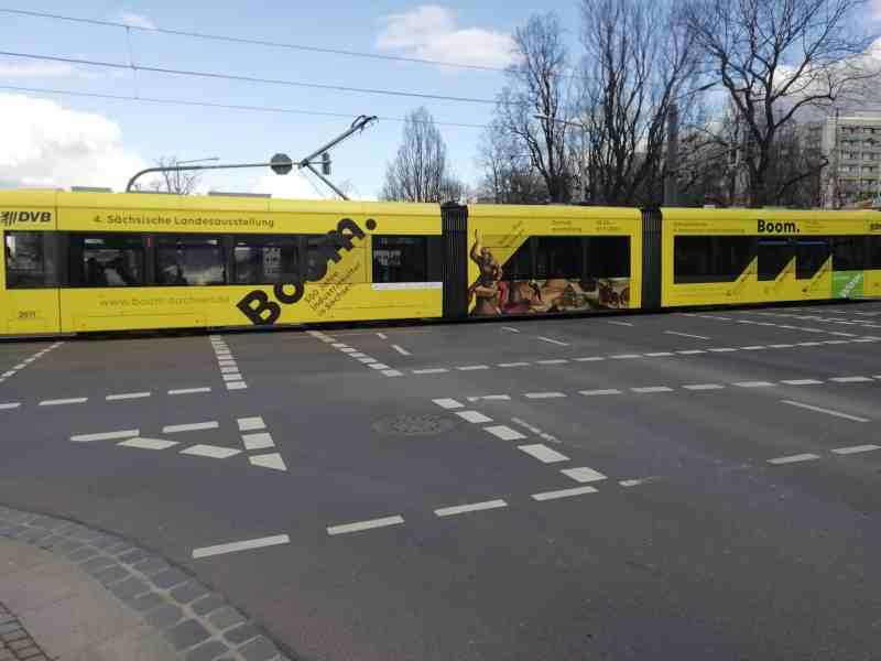 Dresdner Straßenbahn am Albertplatz