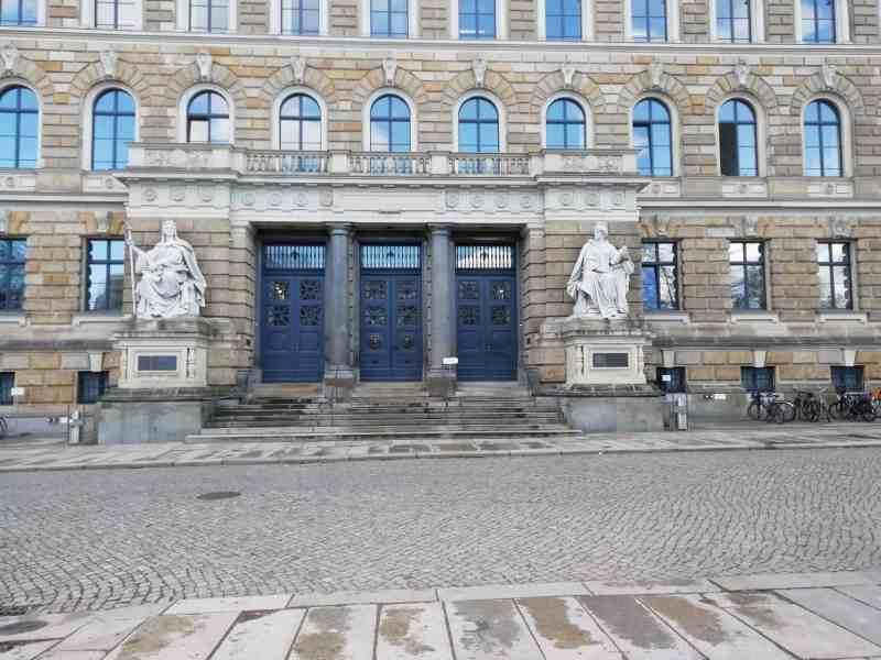 Tor zum Dresdner Landgericht